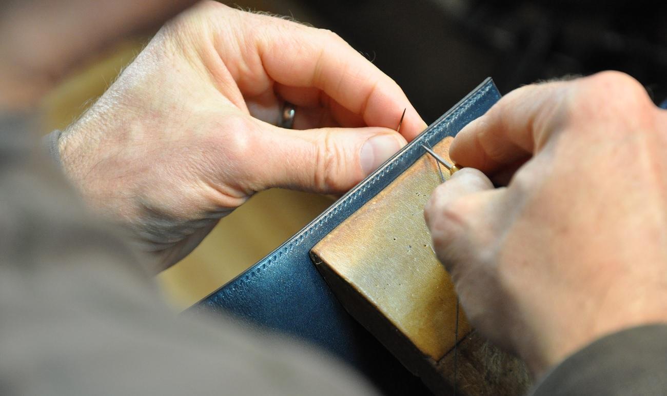 Fabricant français de maroquinerie de luxe : sacs et accessoires de mode en cuirs. France