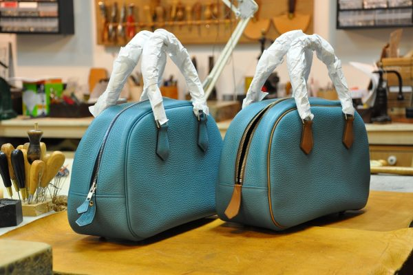 The Betty's bags are returned, the handles were protected. All creations are made in our workshop in France.