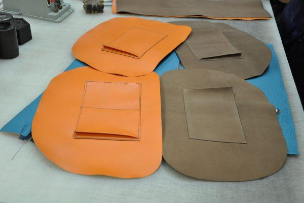 Sac Betty Montage des poches sur doublure en chèvre orange et chevreau marron.