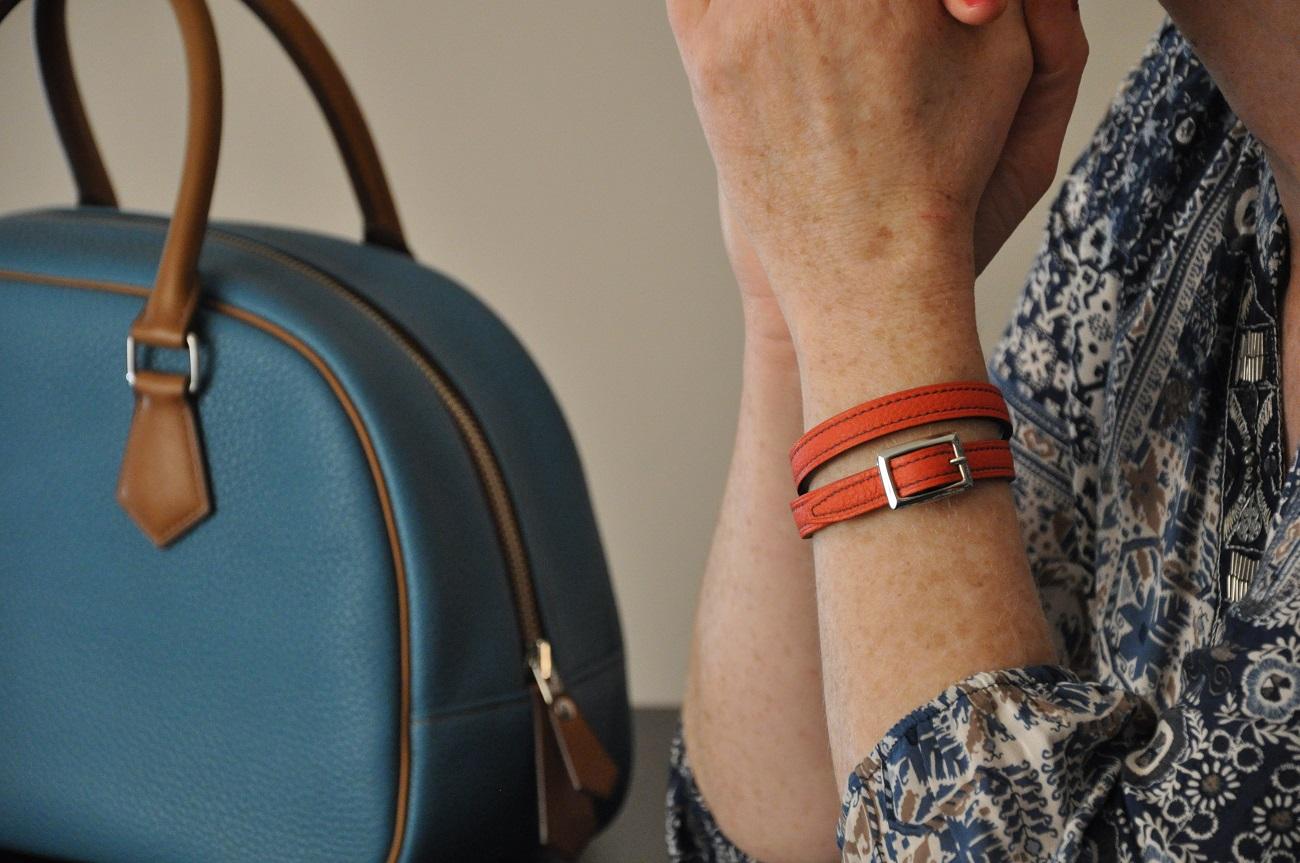 Des bracelets deux ou trois tours disponibles dans de nombreuses couleurs. Boucles en laiton massif, finition nickelée. Création LE NOËN France.