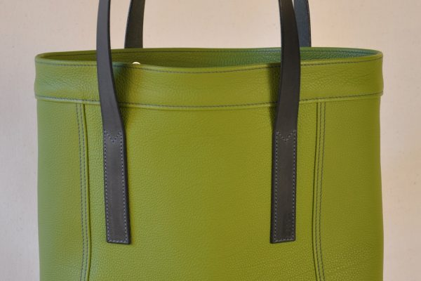 Valentine bag for woman in taurillon leather green anise, handles in vegetable tanned cowhide. Handmade in France by skilled leather goods craftsmen.