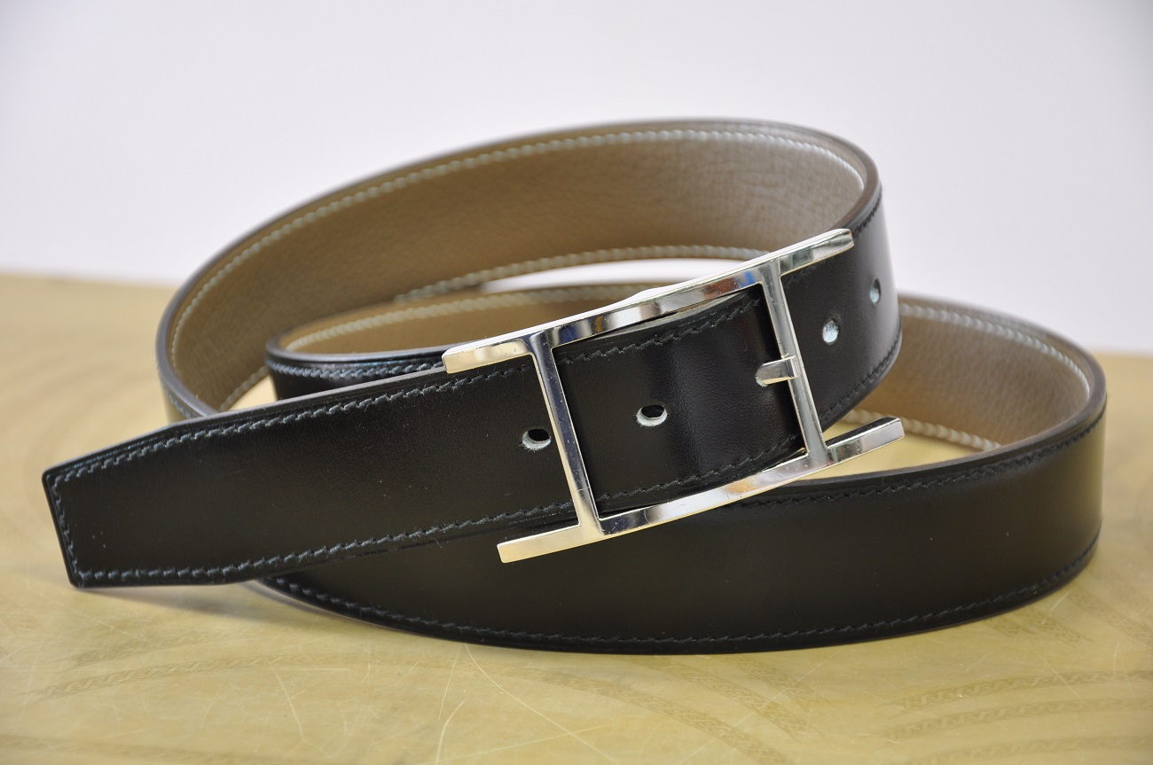 Belt tailor-made for Hermès buckle, in black box with grey thread. Made in France by LE NOËN leather goods maker.