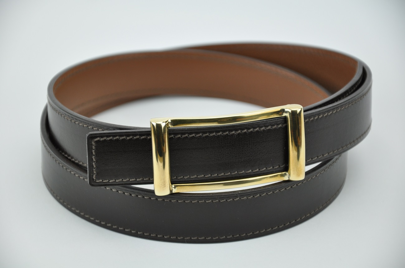 Reversible belt in brown calfskin avec solid brass buckle. Custom-made by LE NOËN luxury leather goods designer.