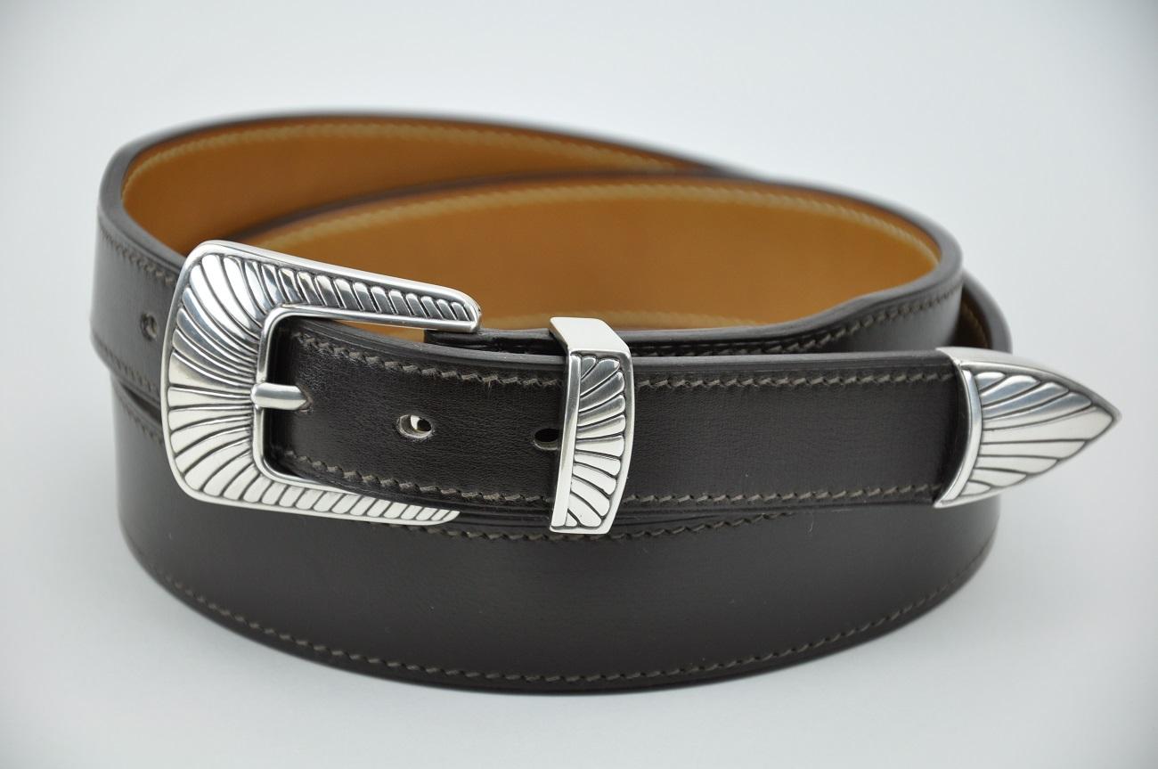 Ceinture style western en box noir. Fabrication sur-mesure entièrement fait à la main en France par LE NOËN maroquinier de luxe.