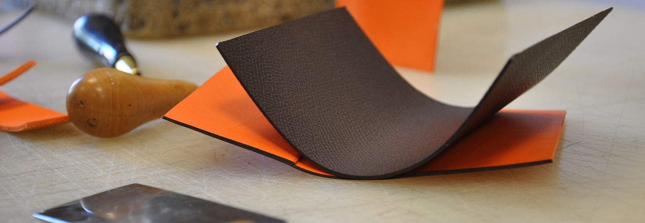 The LE NOËN workshop has decided to design and create 100% in France with French leathers and raw materials.