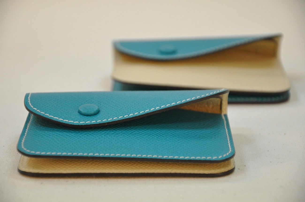 Purse in calfskin for woman and man, bank cards format. Fashion accessories by LE NOËN luxury leather goods.