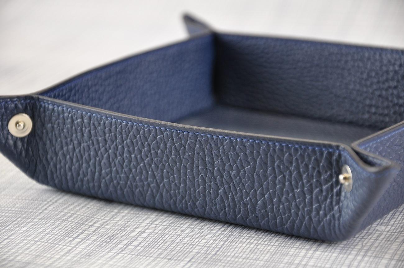 Vide-poche sur-mesure fabrication en taurillon. Pour ne plus perdre vos clefs ou votre monnaie. Création LE NOËN maroquiniers France.