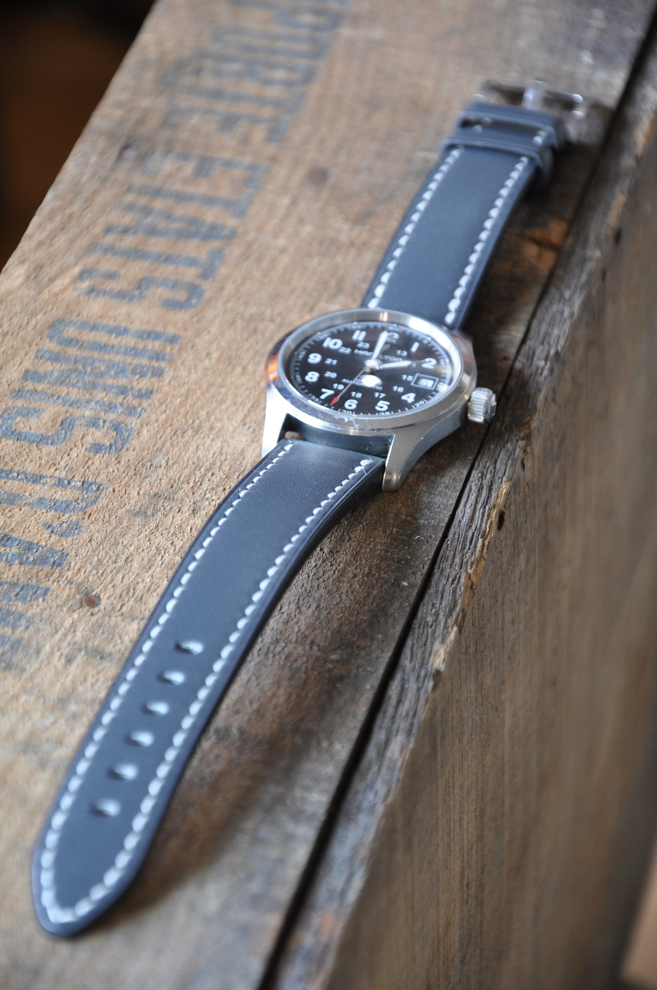 Special order for this watch strap in calfskin, entirely hand sewn by luxury leather goods makers in France.