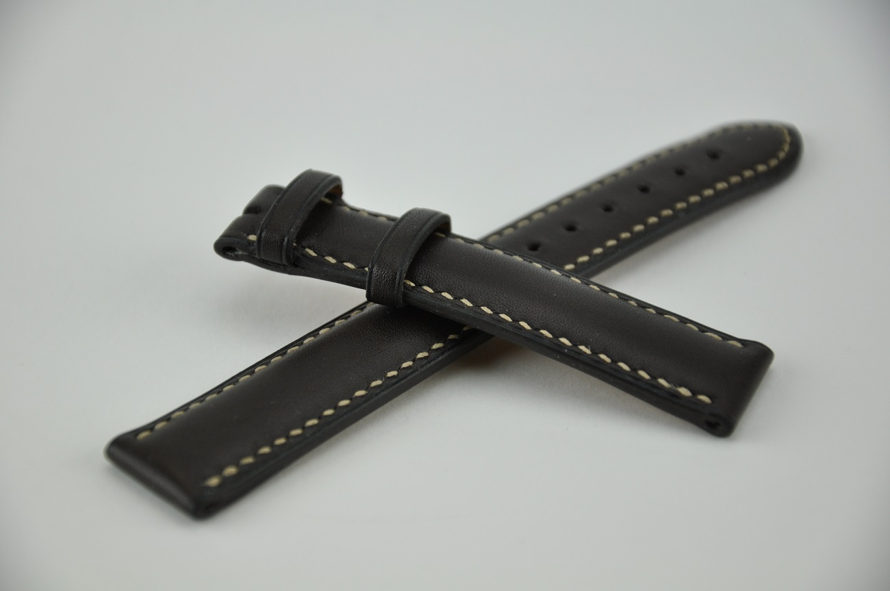 Watch strap custom-made in calfskin, entirely hand sewn for Zenith watch. made in France by luxury leather goods maker.