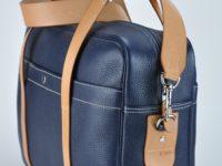 Bagage ou sac week-end, travail en vachette grainée. Fabrication française par artisan maroquinier du luxe.