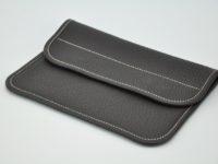 Pochette en taurillon marron, pour femme, dans un sac ou pour une soirée. Made in France