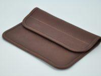 Pochette en taurillon couleur brique, pour tous les jours ou une soirée. Fabrication française