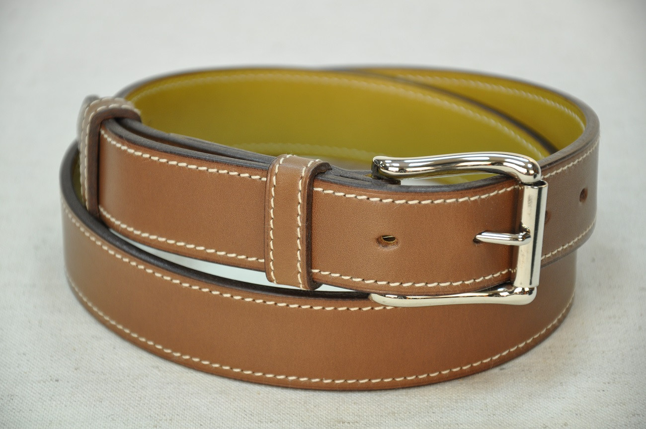 Belts in leather for men and women. In brown cowhide with solid brass buckle, nickel-plated finish.