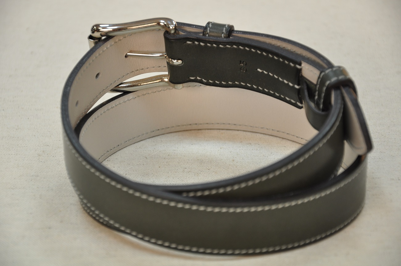 Belts for women and men in leather bleu cowhide and grey calfskin. Made in France by leather goods crafstmen.