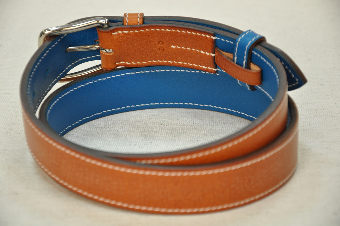 Cowhide belt for man and woman, lined with blue calfskin. Handmade by LE NOËN leather goods crafstmen in France.
