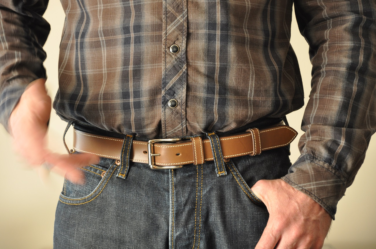 Belts for woman or man in leather : cowhide, ostrich, alligator. Leather goods craftsmen in Provence France.