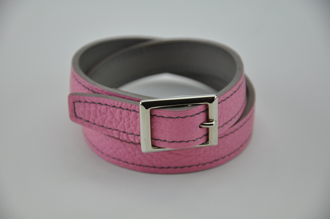 Bracelet in pink leather and grey calfskin. For woman, a chic fashion accessory made in France by LE NOËN