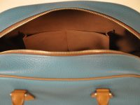 Few pockets are inside our bag. French savoir-faire in luxury leather goods.