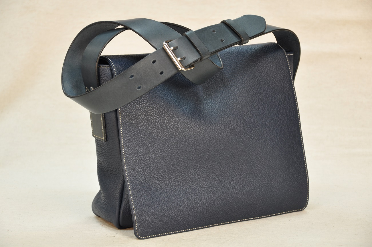 Women's bag in taurillon leather, French design and handmade by LE NOËN leathergoods craftsmen.