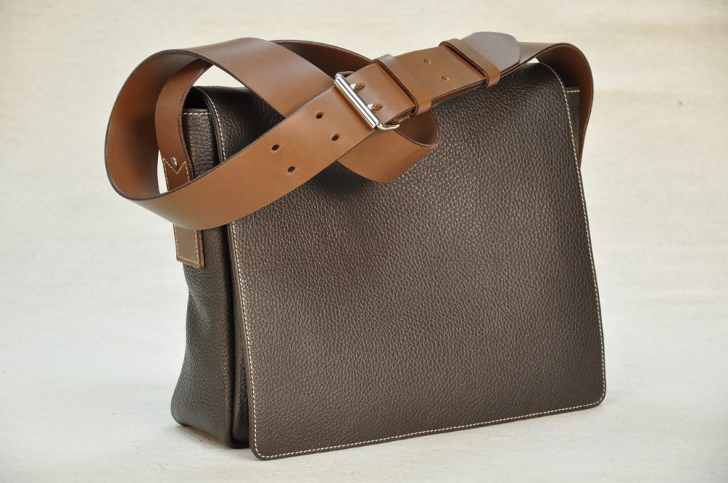 Heidi is a fashion casual and refined bag for women. Handmade by designer leathergoods in France.