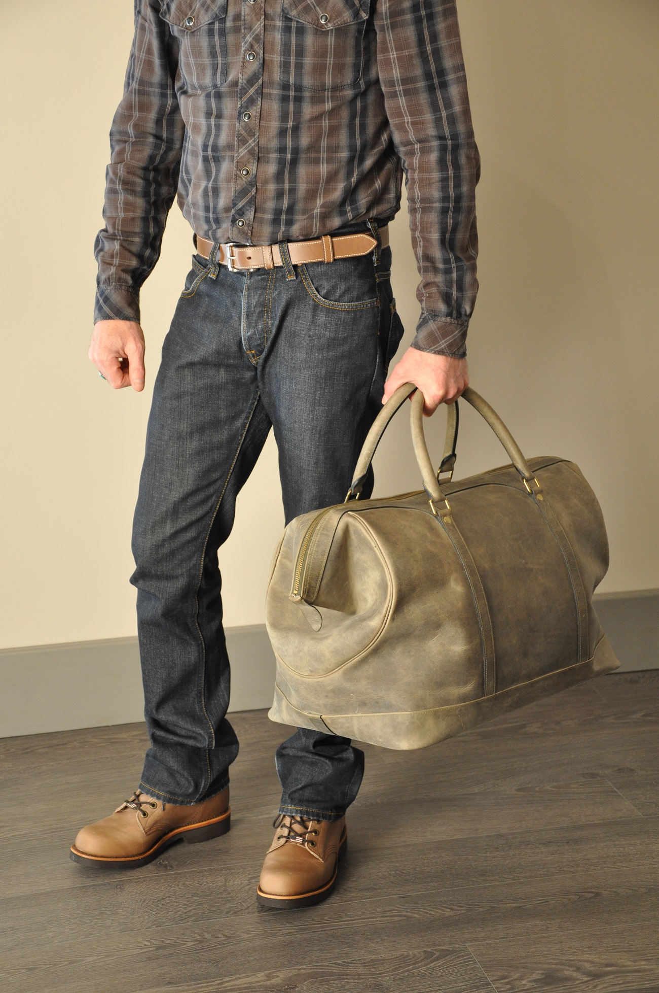 Luggage for man with vintage style, made in cowhide. For lovers vintage cars. Made in France