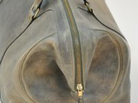 Luggage with vintage style for man. Made in cowhide by experienced craftsman.