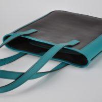 Sac en cuir porté épaule pour femme. Léger et original. Design et fabrication française.