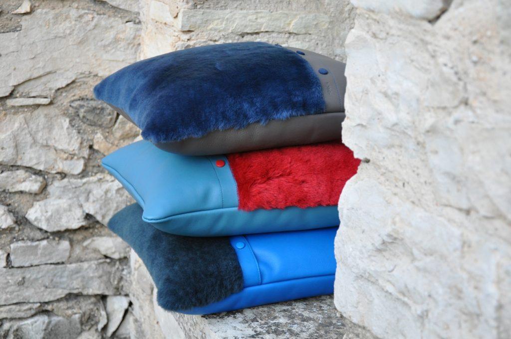 coussin en fourrure et veau lisse, intérieur en kapok. Design et fabrication originale Made in France by LE NOËN